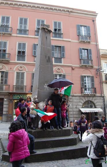 Cagliari, Piazza Martiri, manifestazione spontanea per l'Unità d'Italia (2011)
