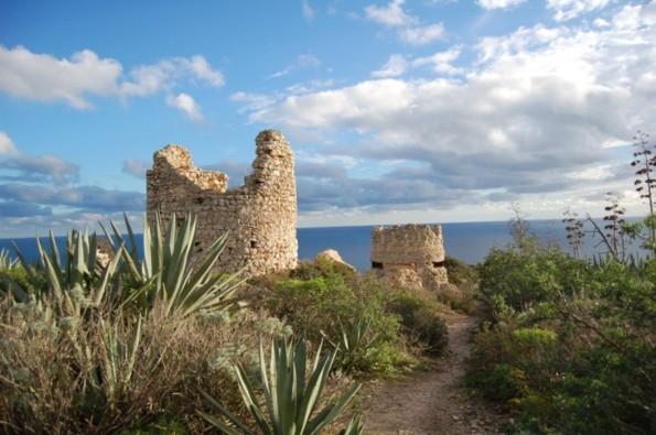 Cagliari, Sella del Diavolo, Torre costiera medievale e postazione II guerra mondiale