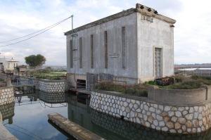 """Cagliari, parco naturale regionale """"Molentargius-Saline"""", impianti regolamentazione delle acque (Idrovora del Rollone)"""