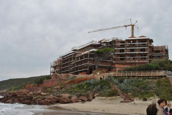 Carloforte, La Caletta, eco-mostro in costruzione