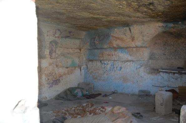 Tuvixeddu, tomba di Rubellio, interno in degrado