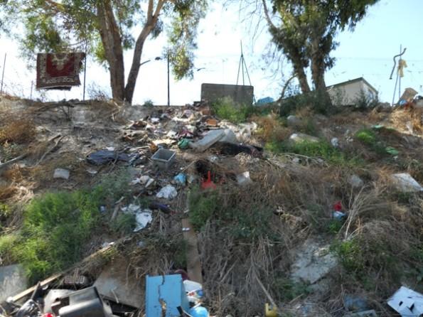 Cagliari, rifiuti presso il campo nomadi