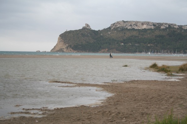 """Cagliari, spiaggia del Poetto con il """"ripascimento"""""""