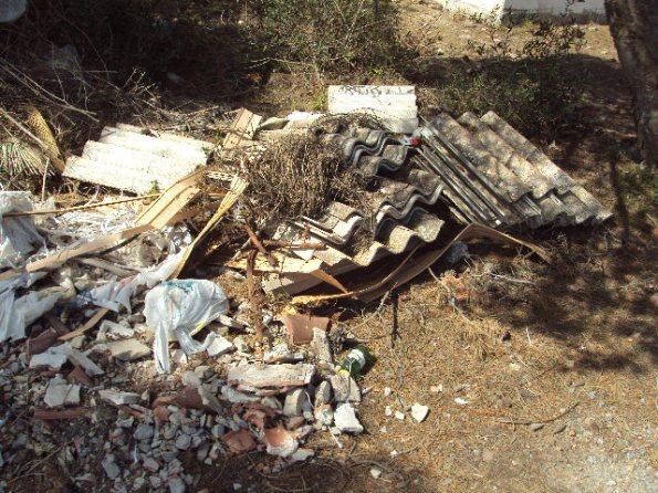 Carloforte, Memerosso, scarico incontrollato di rifiuti vari