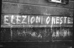 """scritta """"elezioni oneste"""""""