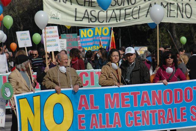 """Sulmona, manifestazione contro il gasdotto """"Rete Adriatica"""""""