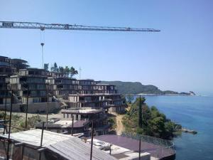 Montenegro, Budva, cantieri edilizi sul mare