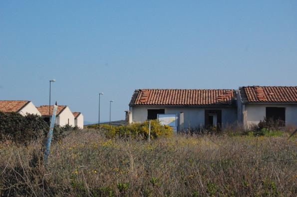 S. Anna Arresi, Porto Pino, complesso abusivo