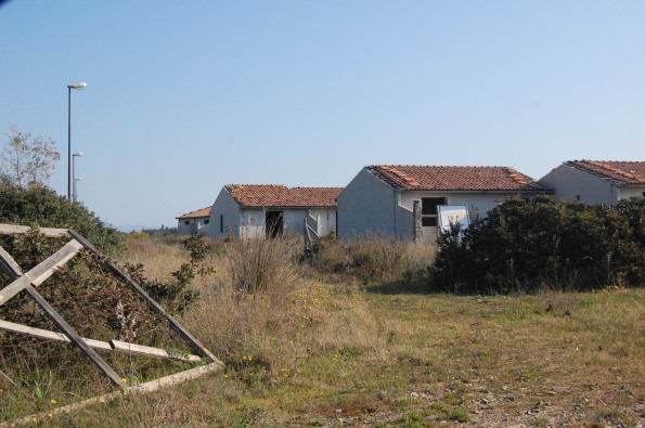 S. Anna Arresi, Porto Pino, complesso abusivo (prima della demolizione)