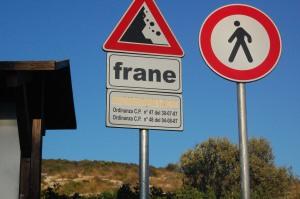 Cagliari, Sella del Diavolo, cartelli