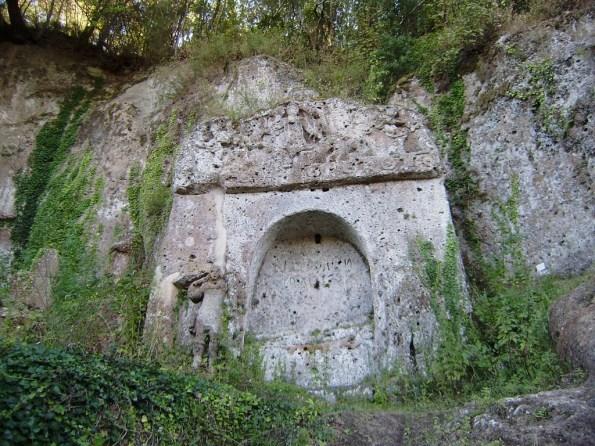 Sovana, Tomba etrusca della Sirena (III-II sec. a. C.)