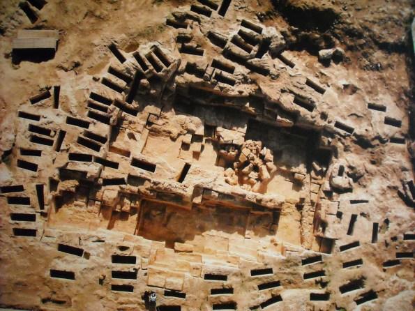 Cagliari, necropoli di Tuvixeddu, sepolture (veduta aerea)