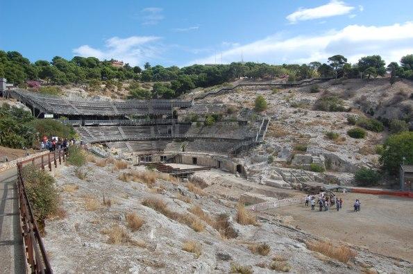 """Cagliari, Anfiteatro romano, """"legnaia"""" parzialmente sbaraccata (autunno 2012)"""