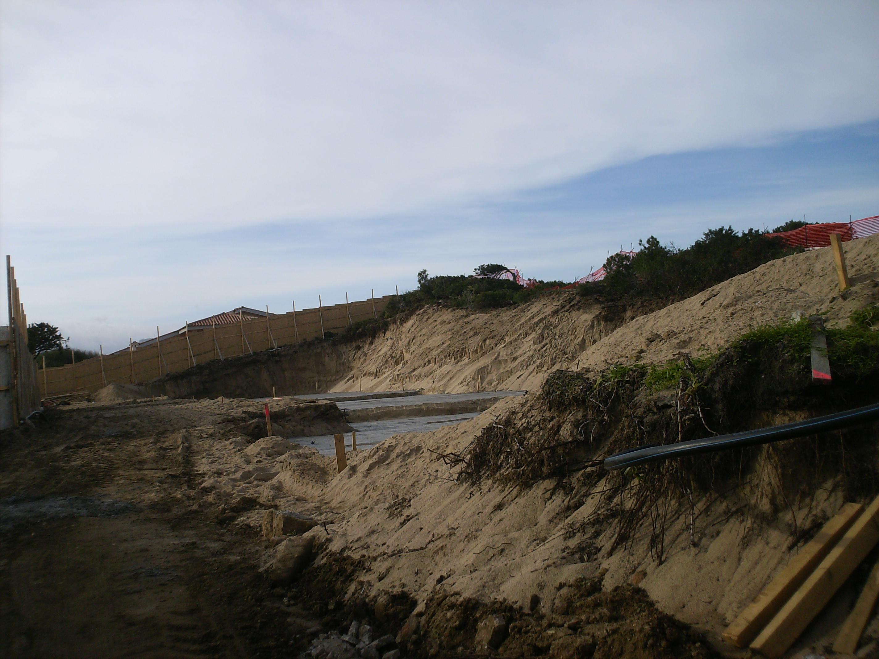 Badesi, cantiere edilizio sulle dune