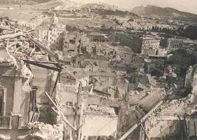 Cagliari, quartiere Villanova (visto dal Bastione di St. Remy) dopo i bombardamenti del febbraio 1943