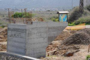 Cagliari, Molentargius, basamento in cemento del ponte per pista ciclabile