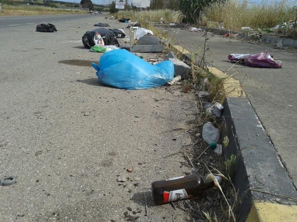 Sestu, strada provinciale n. 8, rifiuti