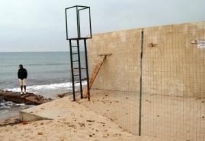 Quartu S. Elena, Poetto recinzioni in muratura sulla spiaggia e nel mare