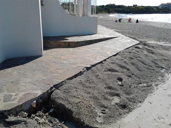 Calasetta, spiaggia di Sottotorre, scarico