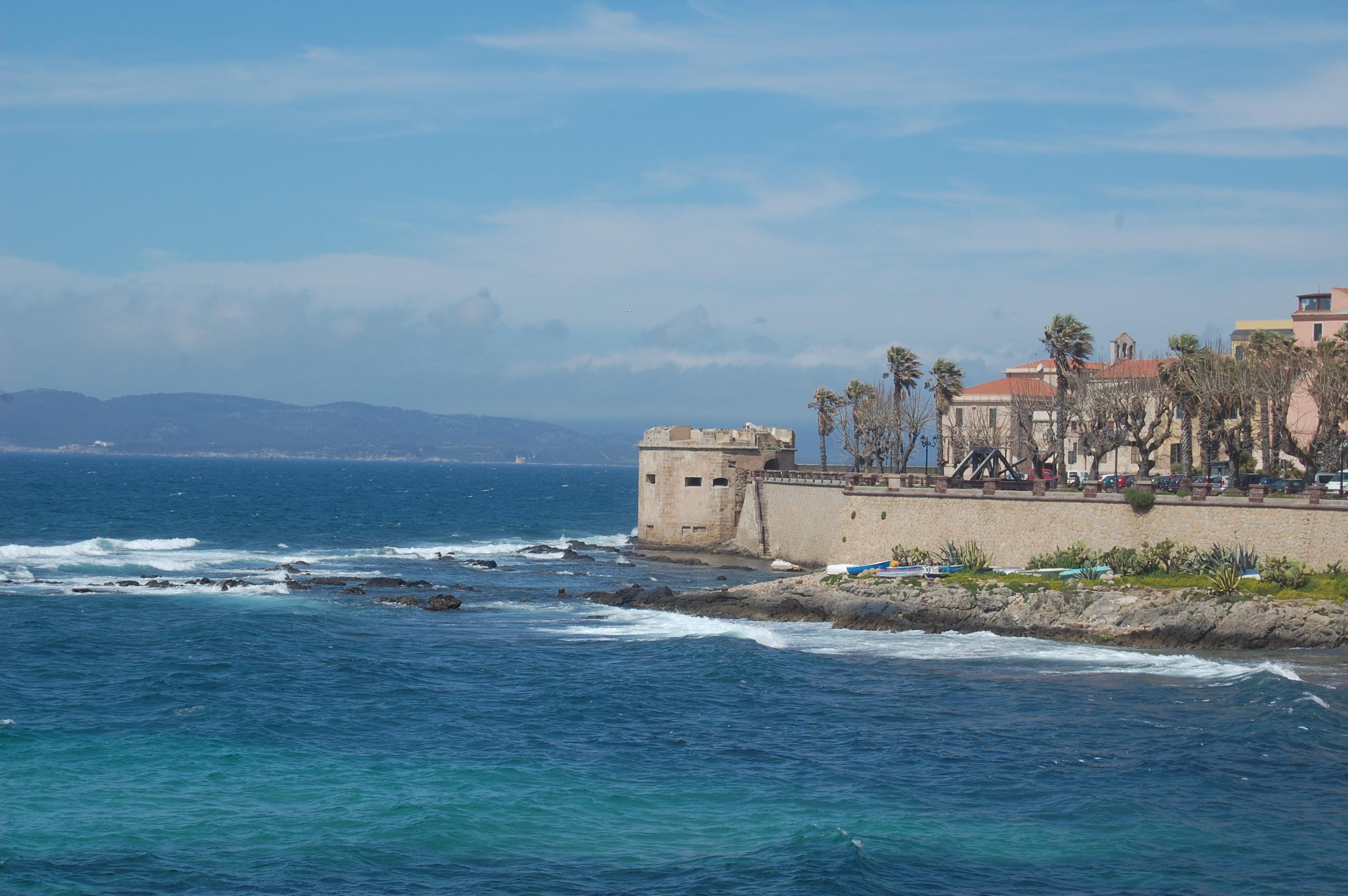 Alghero, Bastioni e centro storico