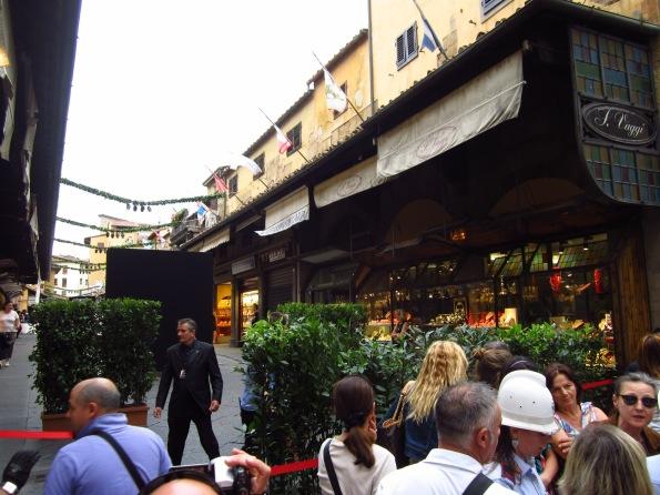 Firenze, divieto di accesso a Ponte Vecchio per la Festa Ferrari (29 giugno 2013)