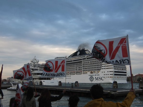 """Venezia, manifestazione contro le """"grandi navi"""" (2013)"""