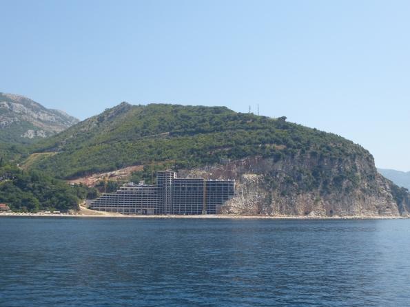 """Montenegro, Budva, """"ecomostro"""" in costruzione"""