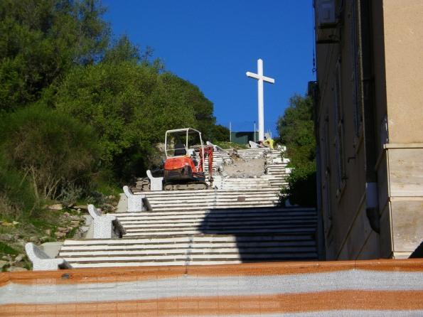 """Carloforte, """"taglio"""" della scalinata fra Via Pianosa e Largo Parodo (2013)"""