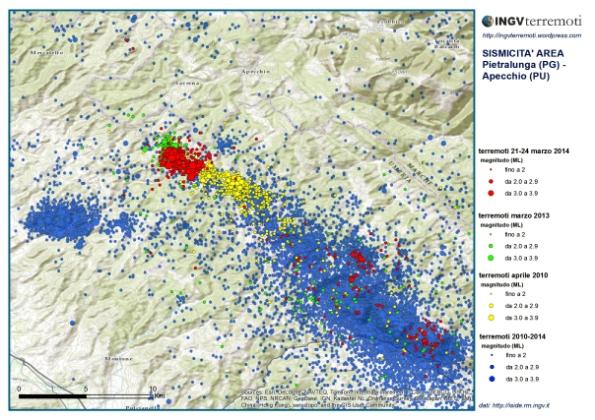 Epicentri dei numerosissimi terremoti localizzati dalla Rete Sismica Nazionale tra il 2010 e oggi. La sismicità più recente (cerchi rossi) sembra proseguire la faglia individuata per la sequenza del 2010 (cerchi gialli)