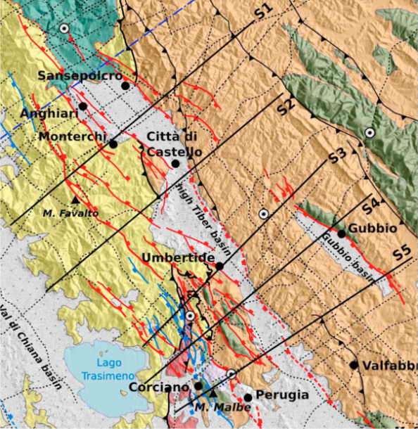 Carta geologica dell'area, con indicate le faglie riconosciute dai geologi in superficie. Da: Mirabella, Brozzetti, Lupattelli, Barchi (2011), Tectonic evolution of a low‐angle extensional fault system from restored cross‐sections in the Northern Apennines (Italy), Tectonics, 30, TC6002, doi:10.1029/2011TC002890