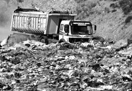 trasporto rifiuti urbani alla discarica di Serdiana negli anni '90 del secolo scorso (da Sardegna Industriale)