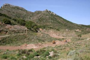 Iglesias, area mineraria di Malacalzetta, movimentazione di mezzi meccanici