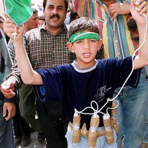 Gaza, bambini kamikaze a una manifestazione di Hamas