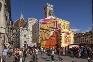 Firenze, allestimento della Maison Pucci sul Battistero