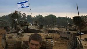 Reparto corazzato israeliano in movimento