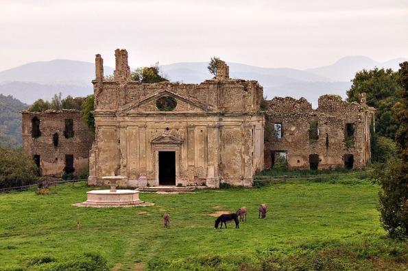 Monterano, Chiesa e il convento di S. Bonaventura con la copia della Fontana del Bernini