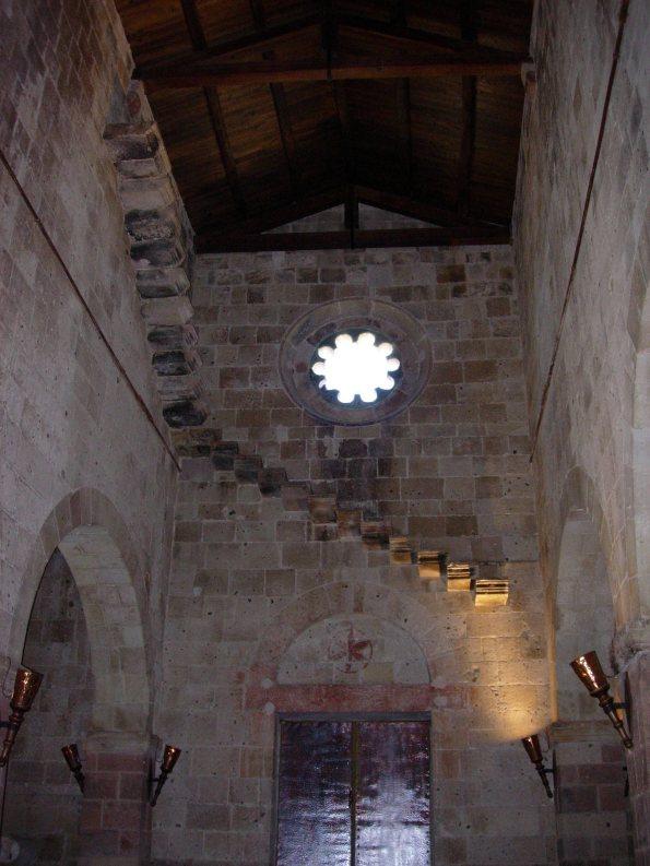 """Tratalias, Santa Maria di Monserrato. Anch'essa, con il borgo medievale, meriterebbe d'essere """"monumento nazionale"""""""