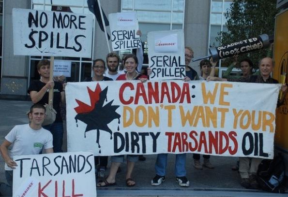 manifestazione contro l'utilizzo delle sabbia bituminose (tarsands)