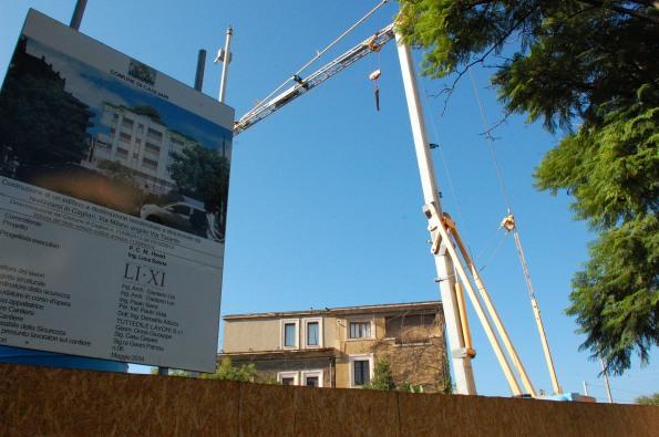 Cagliari, Colle di Bonaria, cantiere edilizio bloccato