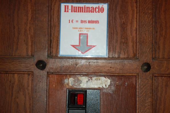 Besalù, Chiesa di San Vincenzo, chiusa e illuminata a pagamento