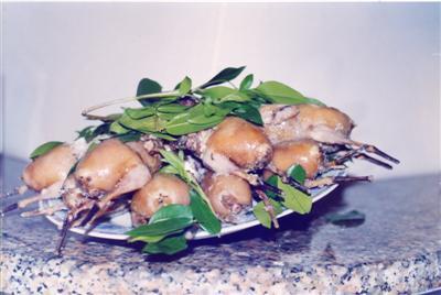"piatto di ""grive"" (""Sa taccua"" o ""mazzo di grive"" è costituita da un gruppo di 8 uccelli, tra Tordi e Merli)"