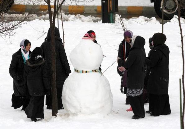 Giordania, pupazzo di neve realizzato da donne (gennaio 2015)