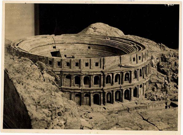 Cagliari, Anfiteatro romano, ricostruzione (da Wikipedia.org)