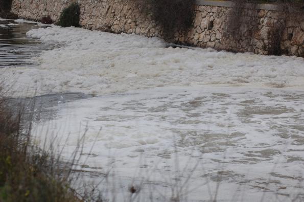 Molentargius, Idrovora del Rollone, schiuma (22 febbraio 2015)
