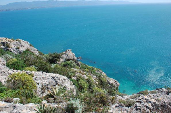 Cagliari, il mare sotto la Sella del Diavolo