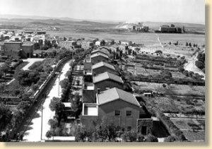 Carbonia, Via Roma e Via Napoli con le alberature storiche (foto anni '50 del secolo scorso)