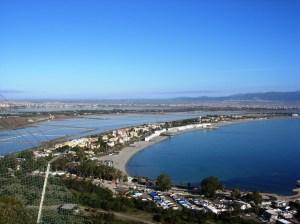 Cagliari, la spiaggia del Poetto vista dalla Sella del Diavolo
