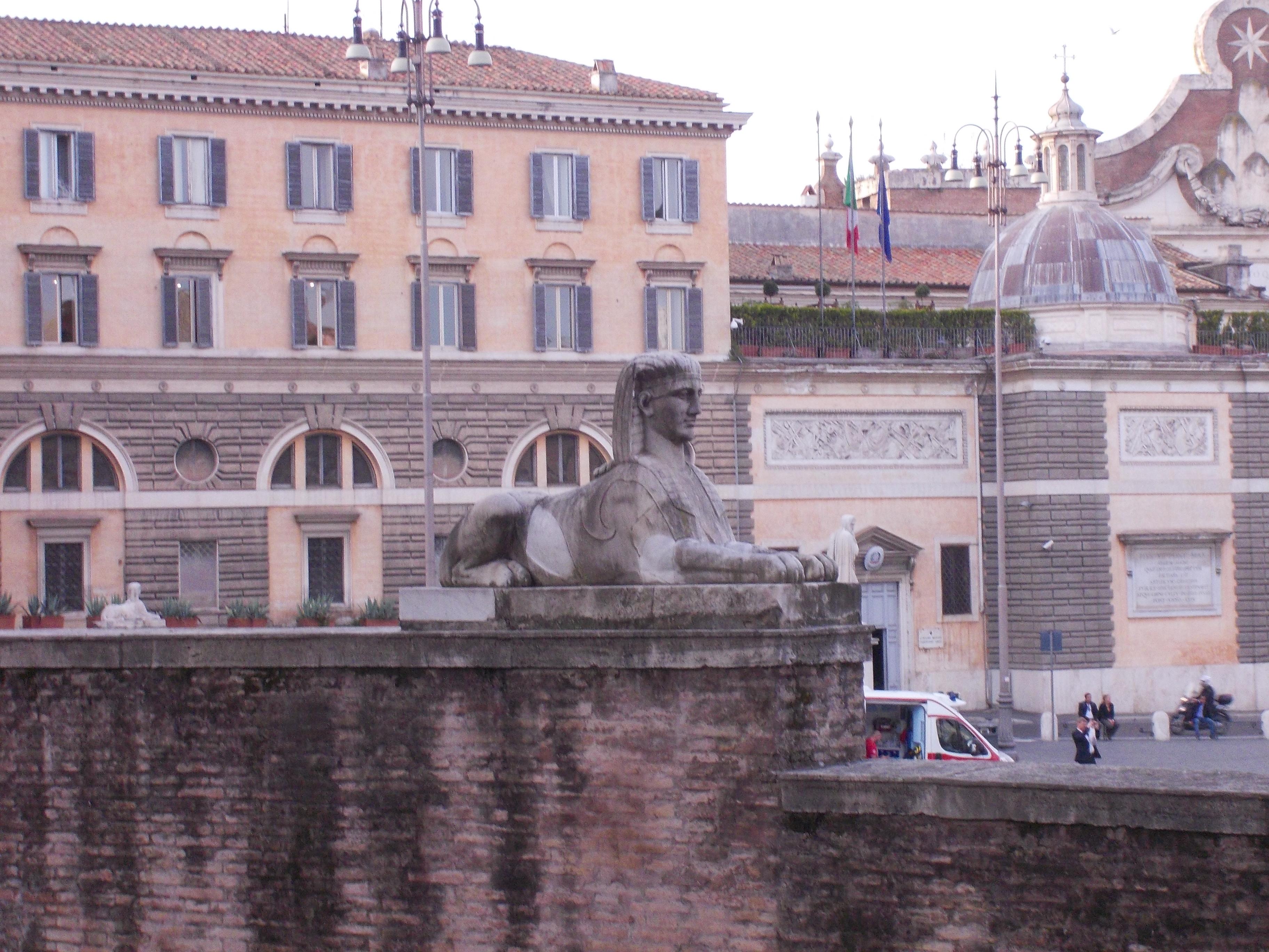 Roma, Piazza del Popolo, la Sfinge