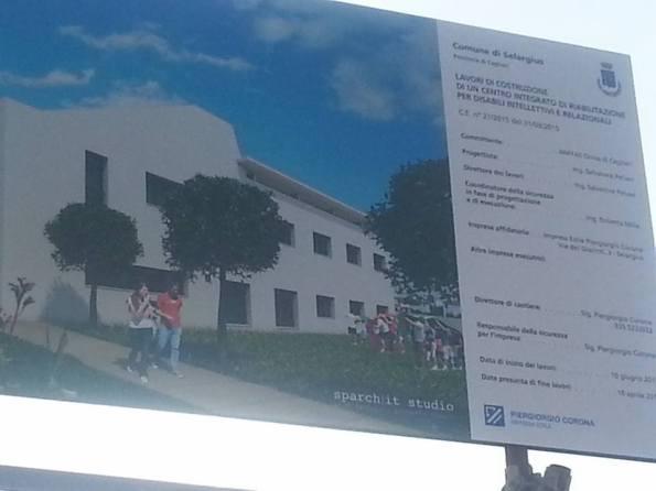 """Selargius, cantiere in Via Atene, cartello """"inizio lavori"""" (giugno 2015)"""