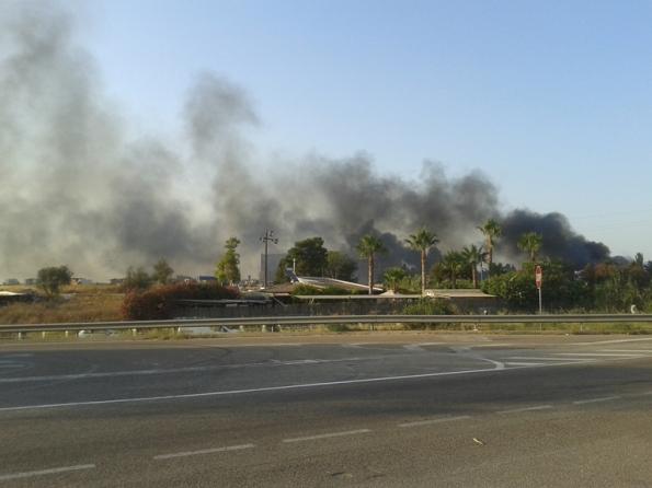 Cagliari, incendio di rifiuti lungo la S. S. n. 554 (luglio 2015)